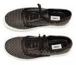 Zapatillas negras con tachas de Maria Cher